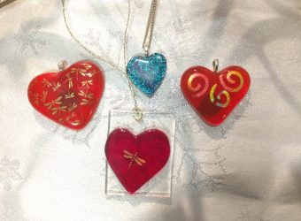 Valentine's Day: Pendants and plates to celebrate love